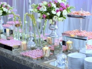 Table Setting: 6 Wedding Buffet Ideas that Work